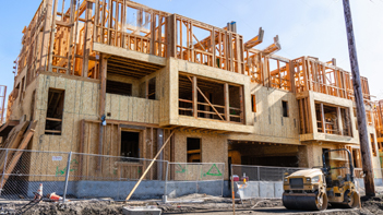 stock-photo-august-san-jose-ca-usa-multifamily-residential-building-under-construction-silicon-1501100657