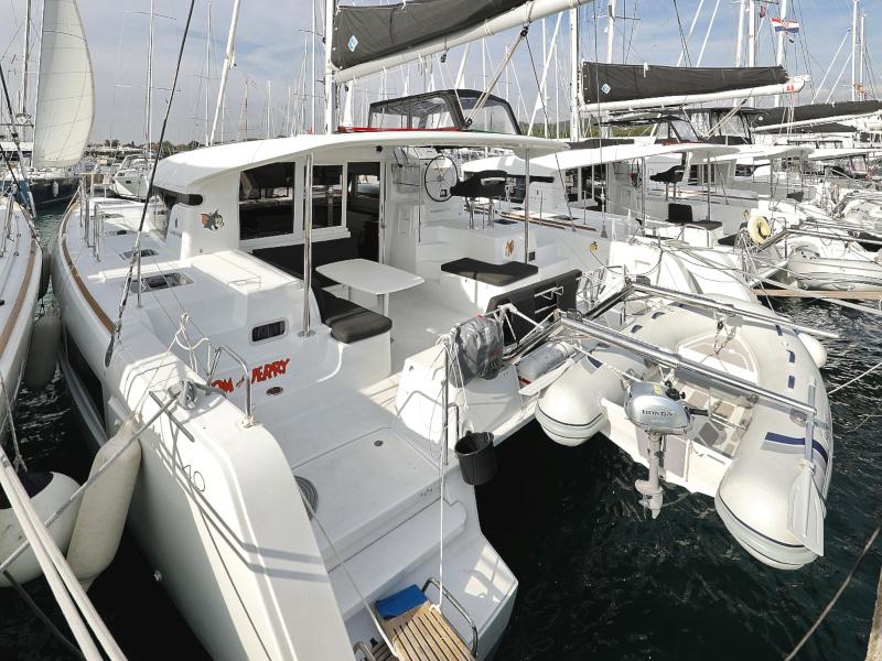 catamaran-lagoon-40-tom-jerry-ac-generator-karaoke-100